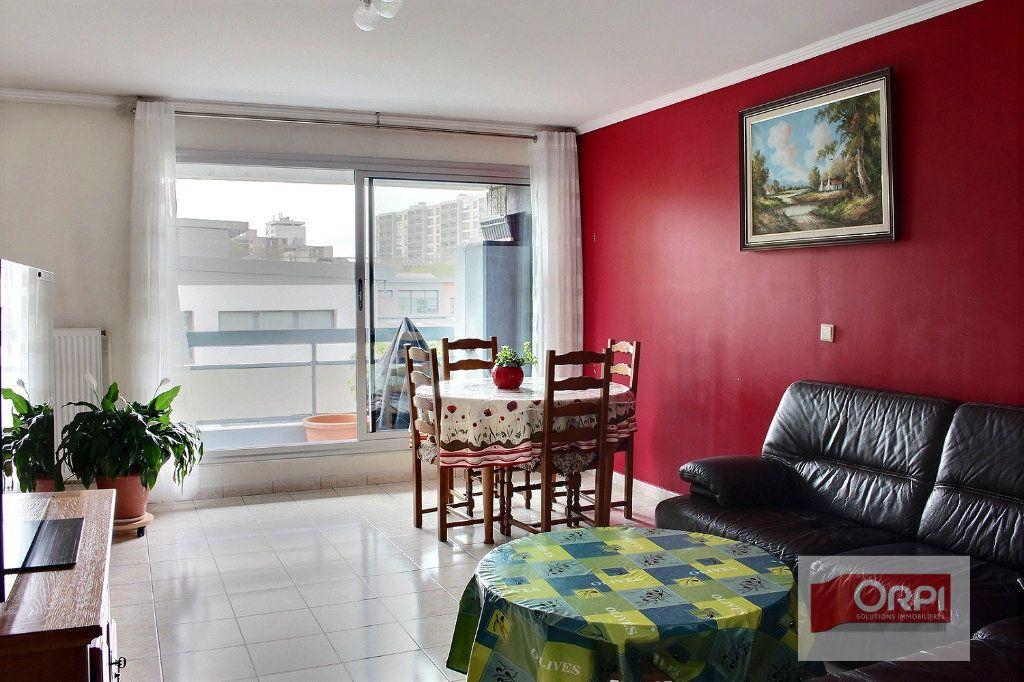 Appartement à vendre 4 87m2 à Paris 19 vignette-1