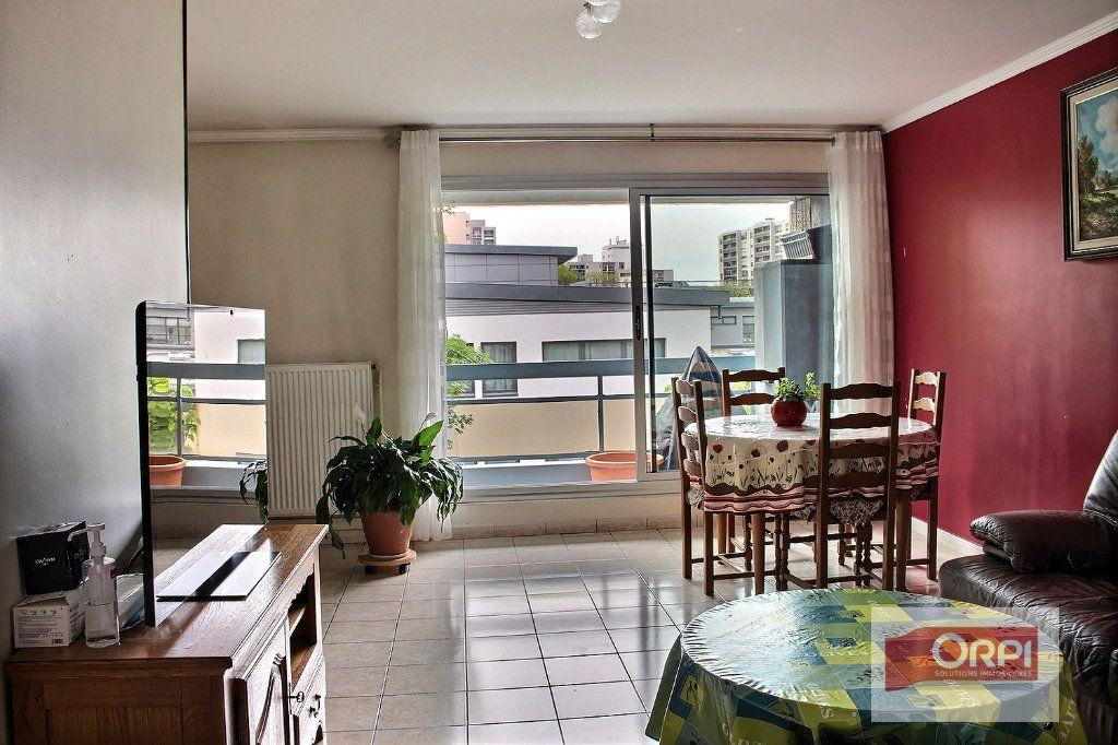 Appartement à vendre 4 87m2 à Paris 19 vignette-2