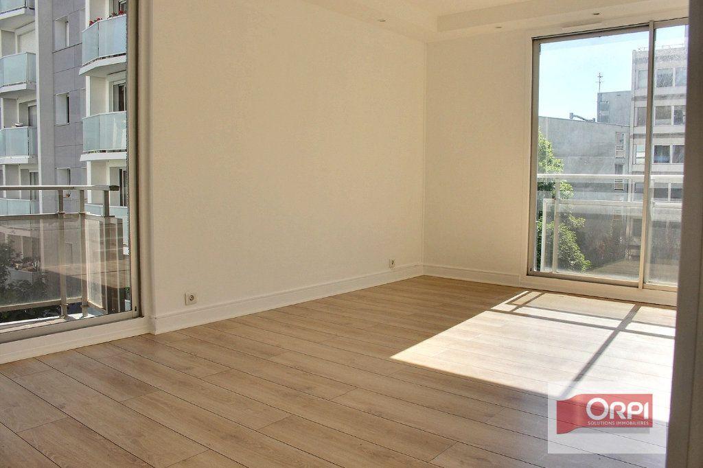 Appartement à vendre 4 78m2 à Paris 19 vignette-1