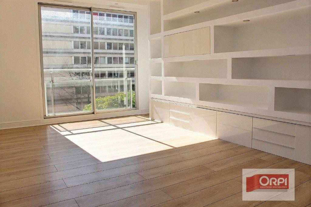 Appartement à vendre 4 78m2 à Paris 19 vignette-2
