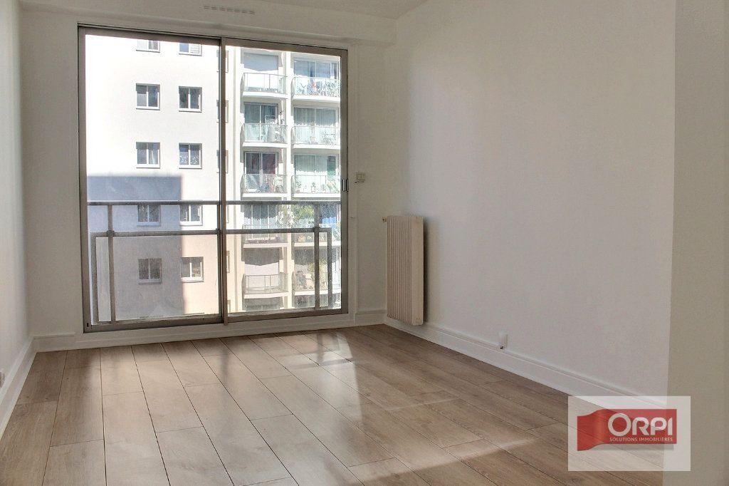 Appartement à vendre 4 78m2 à Paris 19 vignette-3
