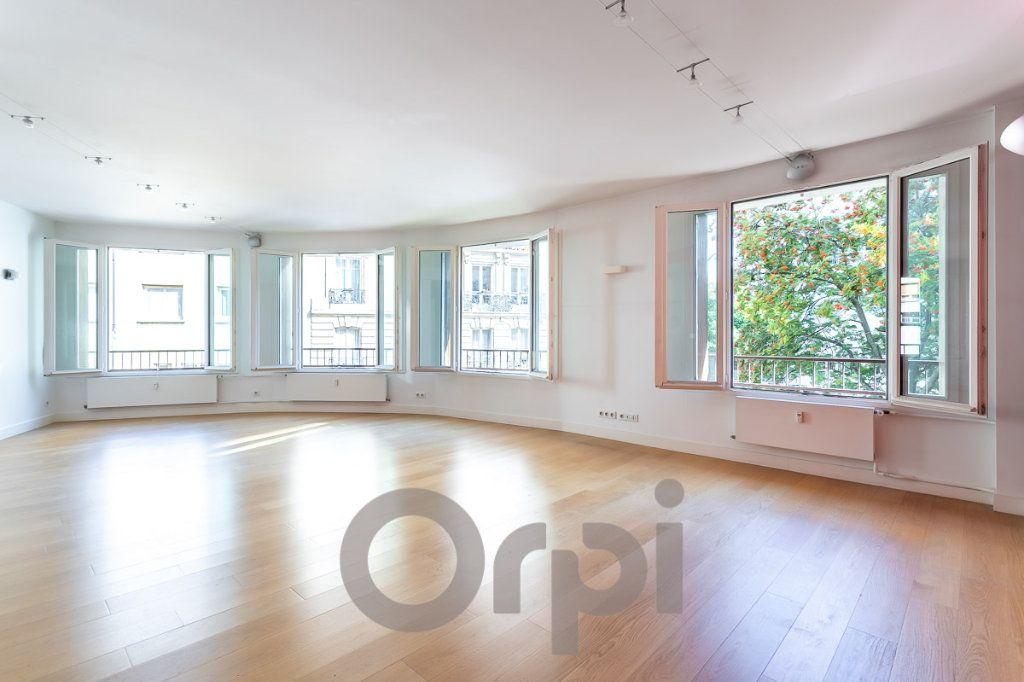 Appartement à vendre 5 117.09m2 à Paris 19 vignette-1