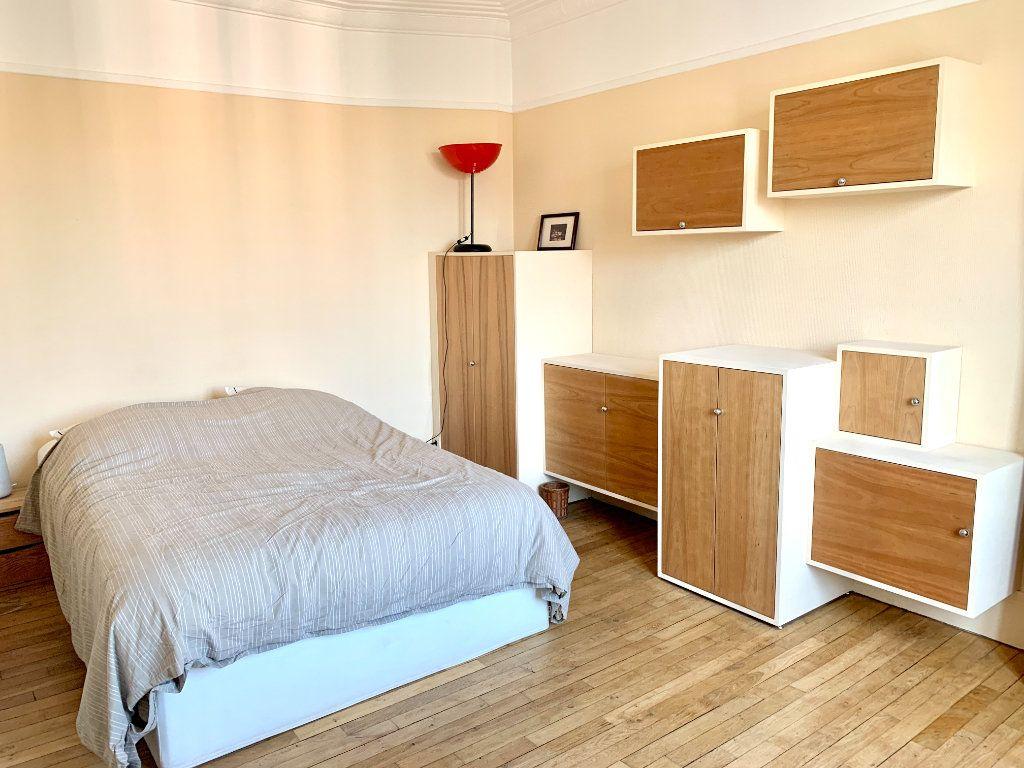 Appartement à louer 2 42.41m2 à Paris 20 vignette-4