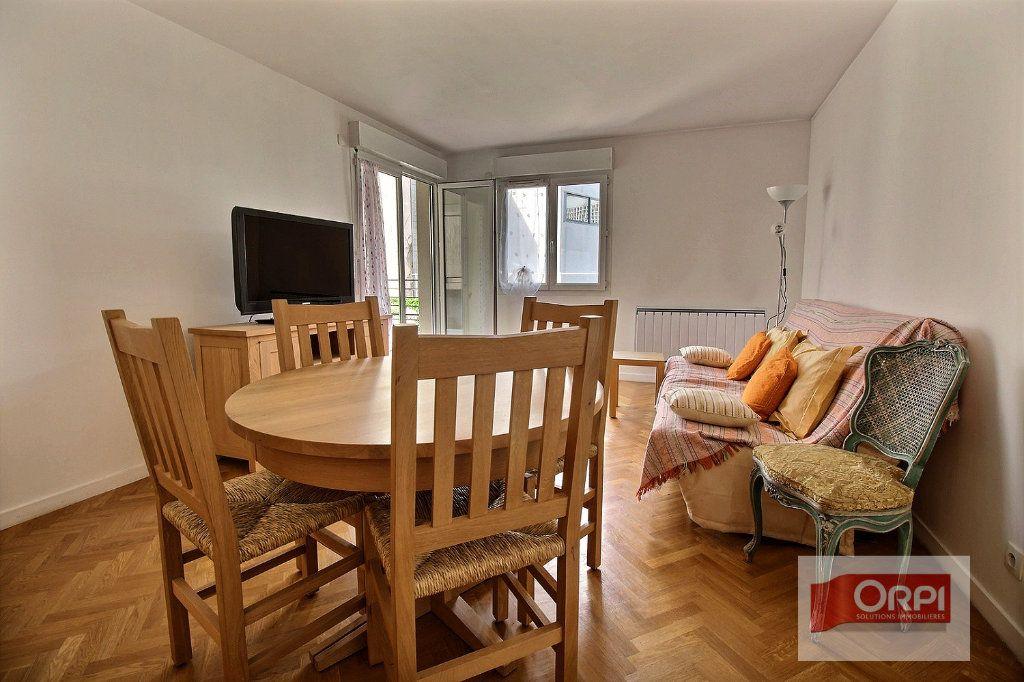 Appartement à vendre 2 49.92m2 à Paris 19 vignette-2