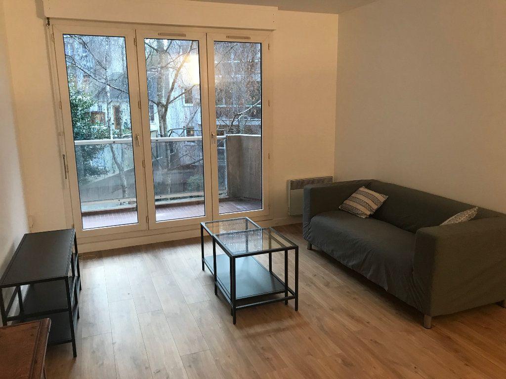 Appartement à louer 2 50.5m2 à Paris 19 vignette-1