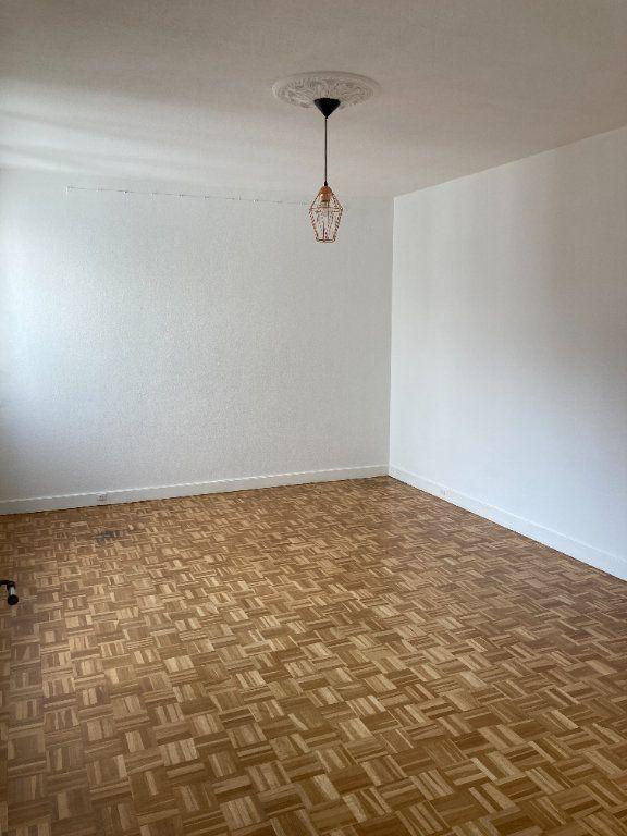 Appartement à louer 3 68m2 à Paris 20 vignette-1