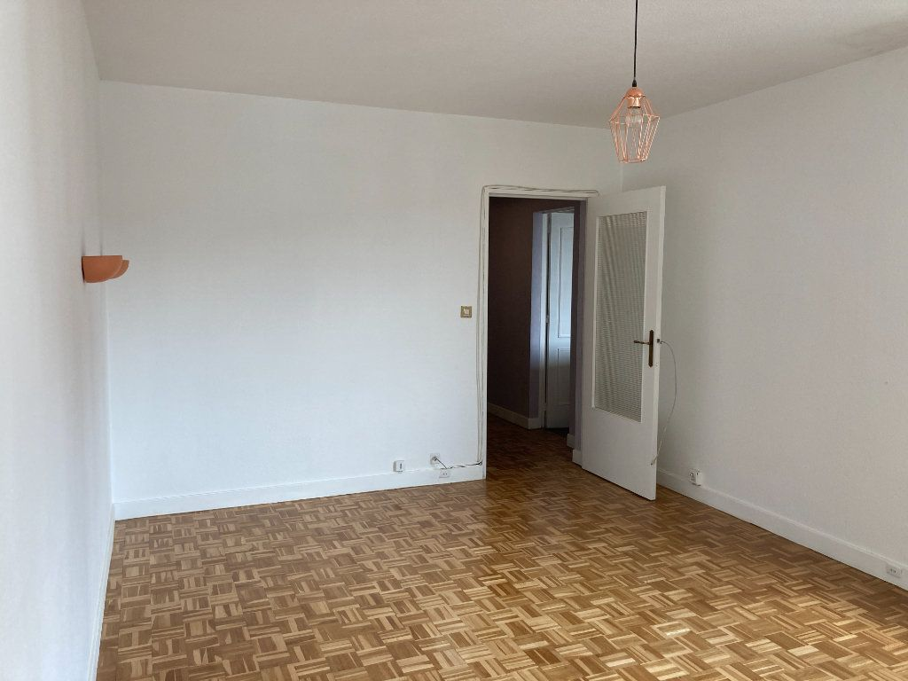 Appartement à louer 3 68m2 à Paris 20 vignette-2