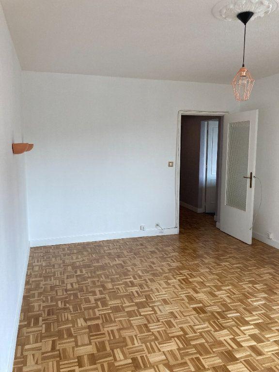 Appartement à louer 3 68m2 à Paris 20 vignette-3