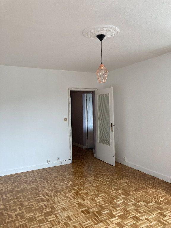 Appartement à louer 3 68m2 à Paris 20 vignette-4