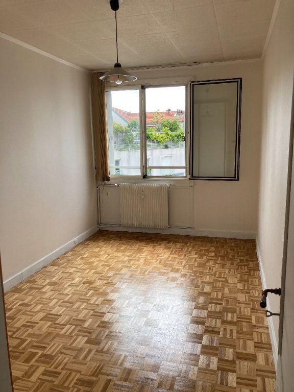 Appartement à louer 3 68m2 à Paris 20 vignette-5