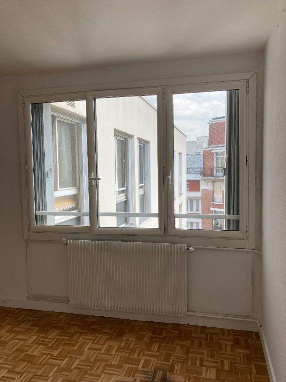 Appartement à louer 3 68m2 à Paris 20 vignette-6