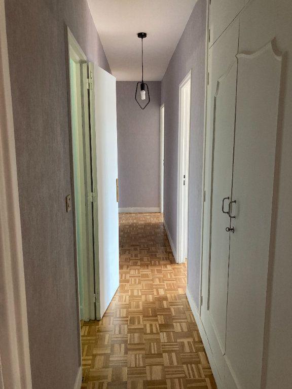 Appartement à louer 3 68m2 à Paris 20 vignette-10