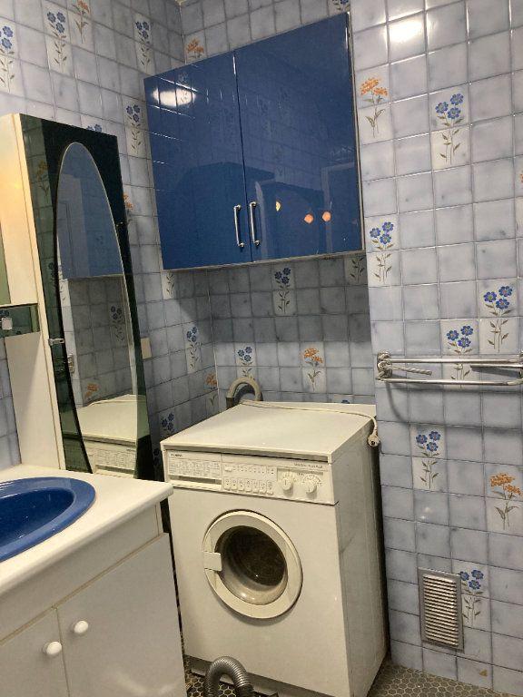 Appartement à louer 3 68m2 à Paris 20 vignette-12