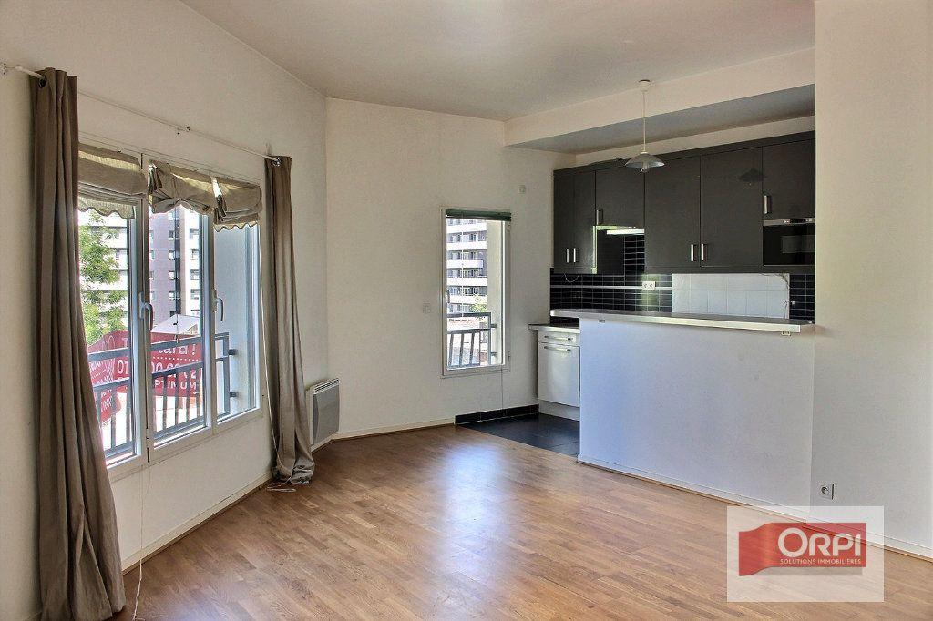 Appartement à louer 2 57m2 à Paris 19 vignette-2