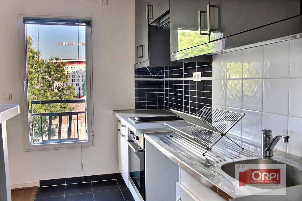 Appartement à louer 2 57m2 à Paris 19 vignette-3