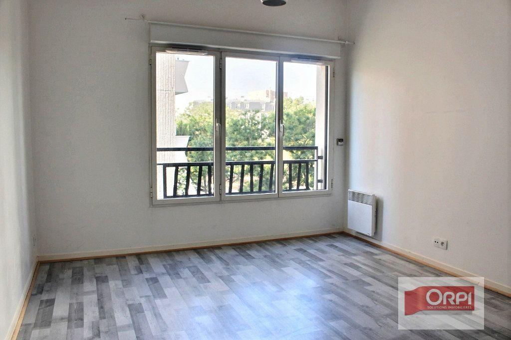 Appartement à louer 2 57m2 à Paris 19 vignette-4