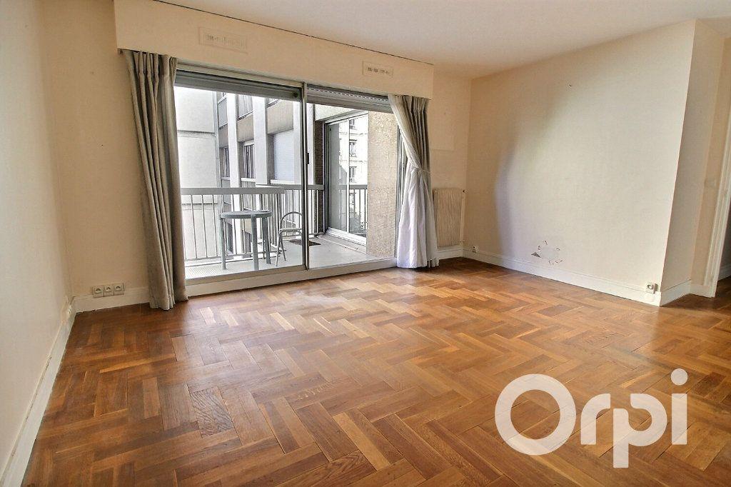 Appartement à vendre 3 56.4m2 à Paris 20 vignette-1