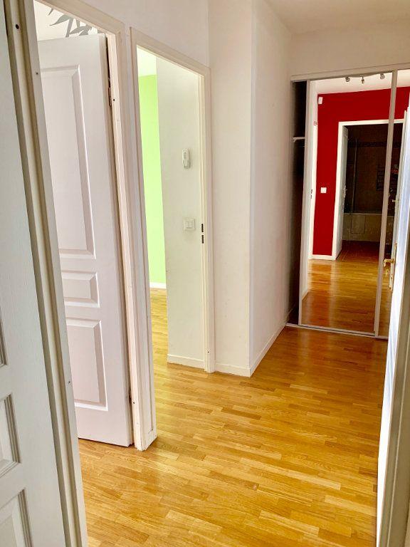 Appartement à louer 3 73m2 à Paris 20 vignette-7