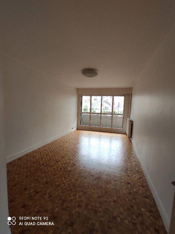 Appartement à louer 2 58m2 à Paris 20 vignette-1