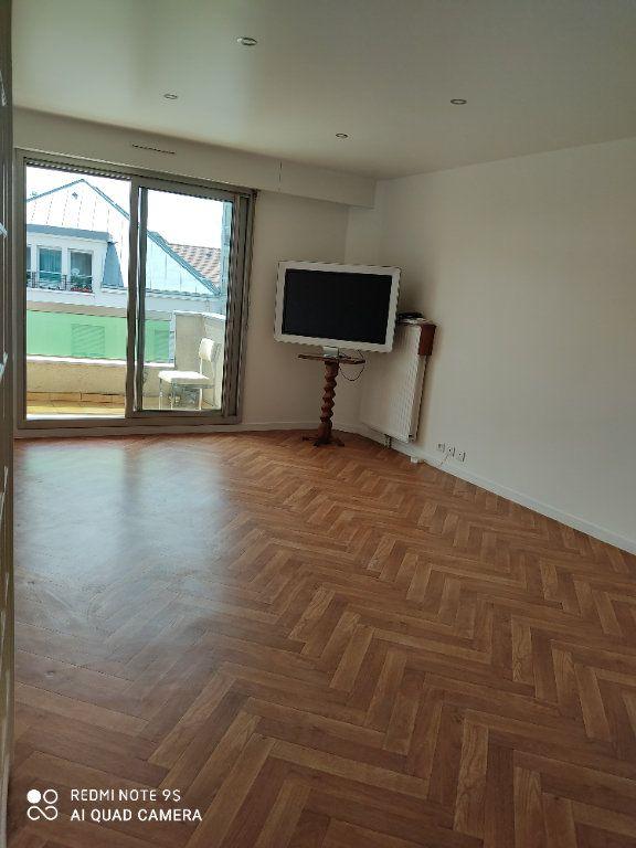 Appartement à louer 3 60m2 à Bondy vignette-1