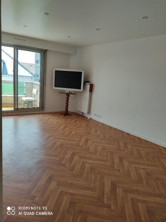 Appartement à louer 3 60m2 à Bondy vignette-2