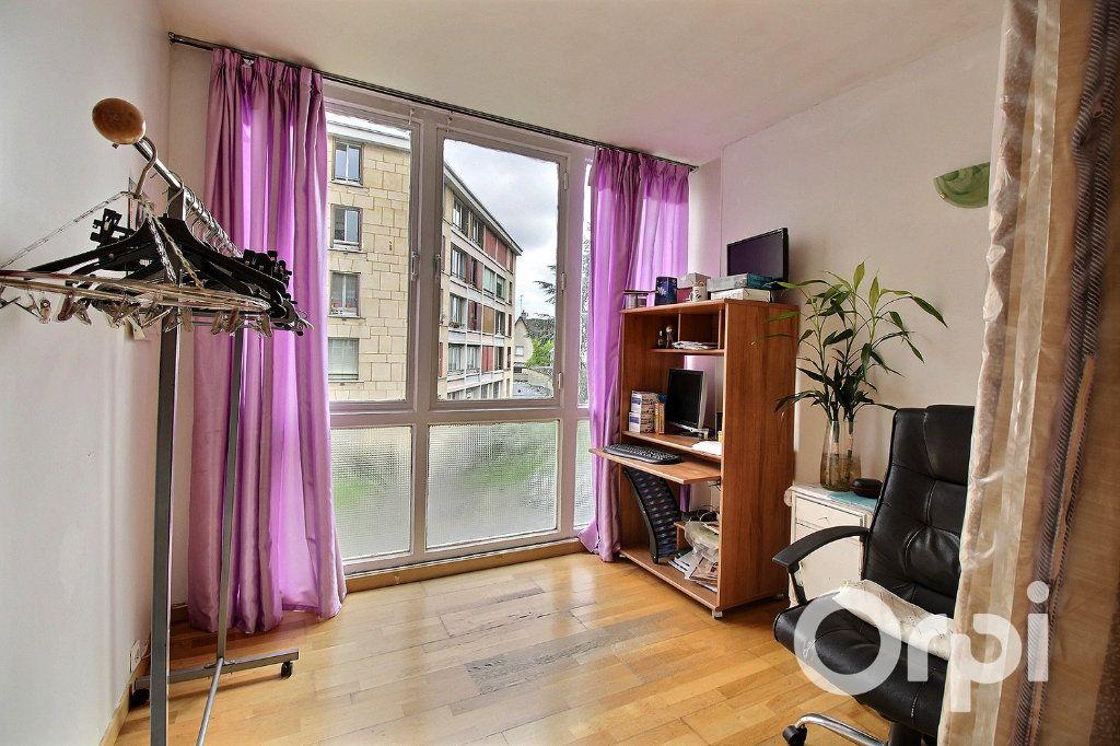 Appartement à vendre 4 71.81m2 à Romainville vignette-4