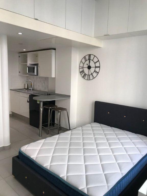 Appartement à louer 1 18.1m2 à Paris 19 vignette-1