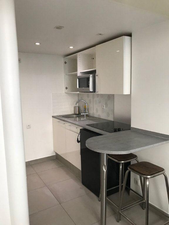Appartement à louer 1 18.1m2 à Paris 19 vignette-3