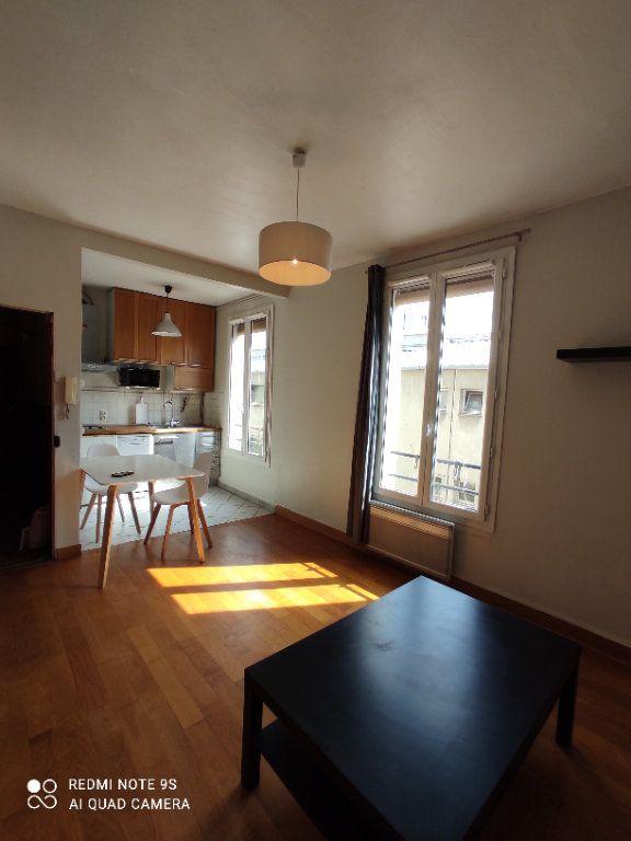 Appartement à louer 2 32m2 à Paris 19 vignette-1