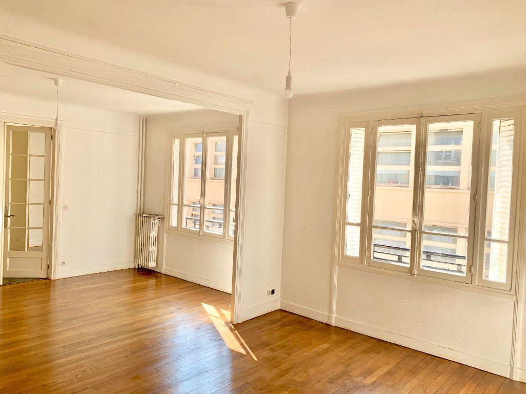 Appartement à louer 3 89.05m2 à Paris 19 vignette-1