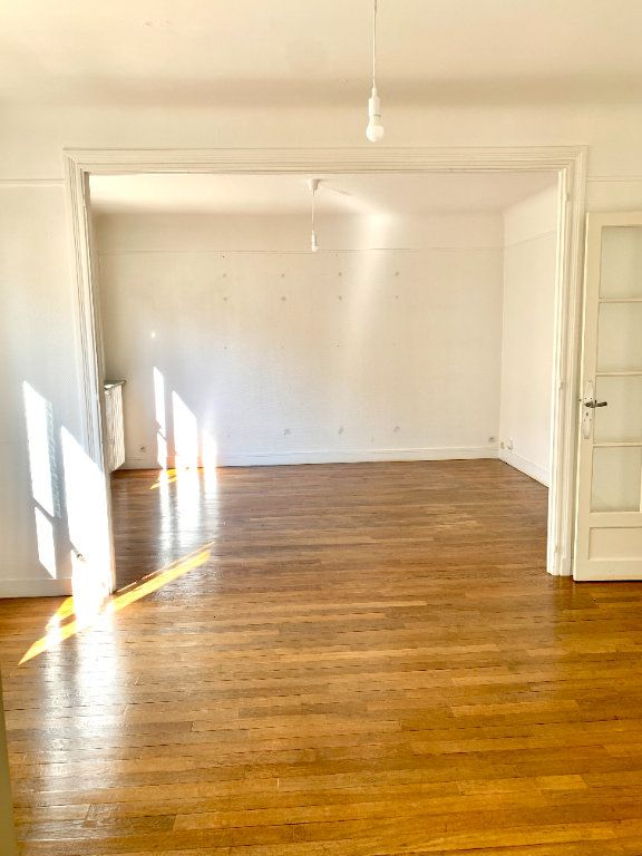 Appartement à louer 3 89.05m2 à Paris 19 vignette-2