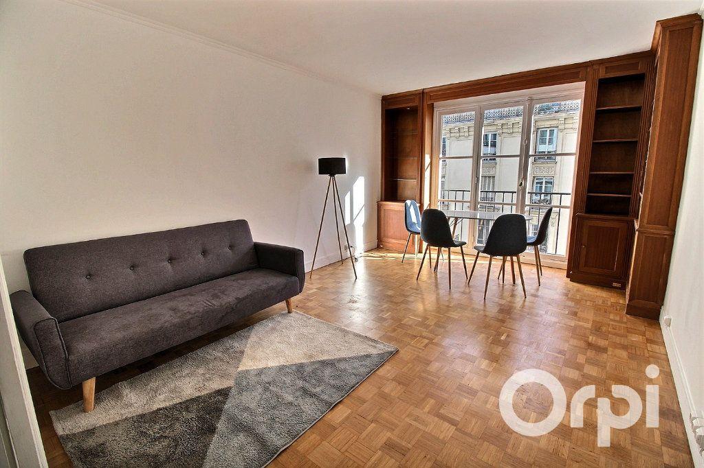 Appartement à louer 3 65.72m2 à Paris 19 vignette-1