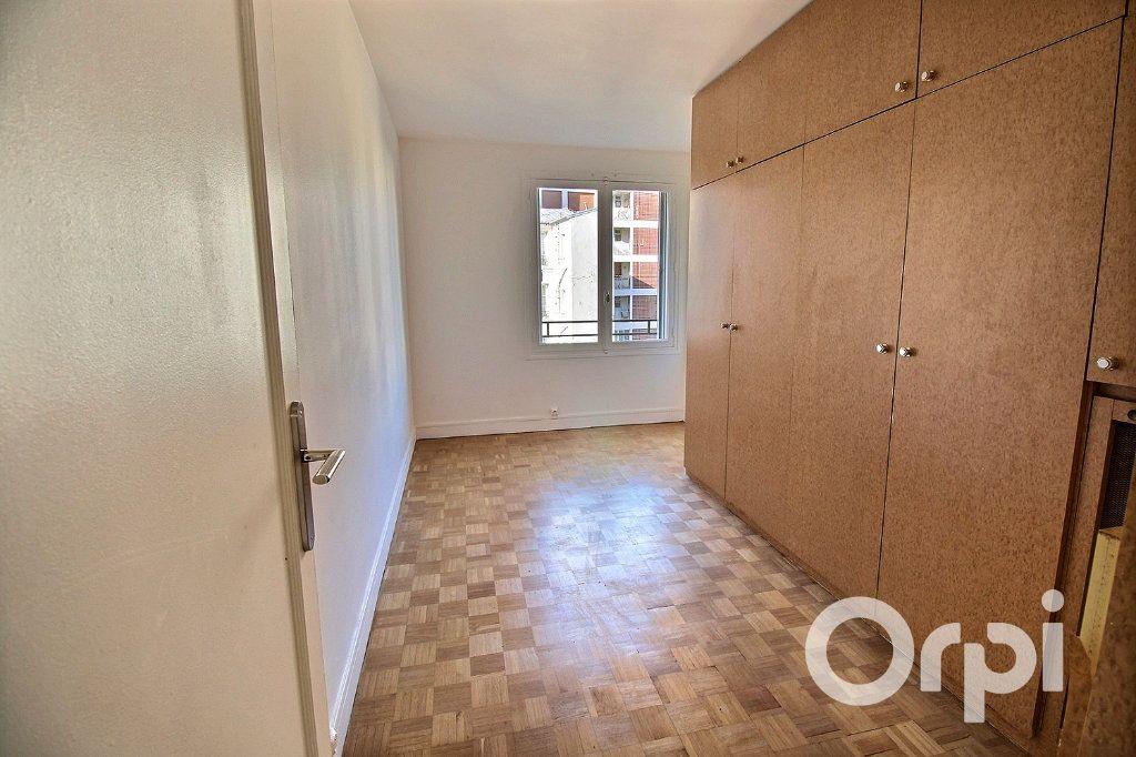 Appartement à louer 3 65.72m2 à Paris 19 vignette-3