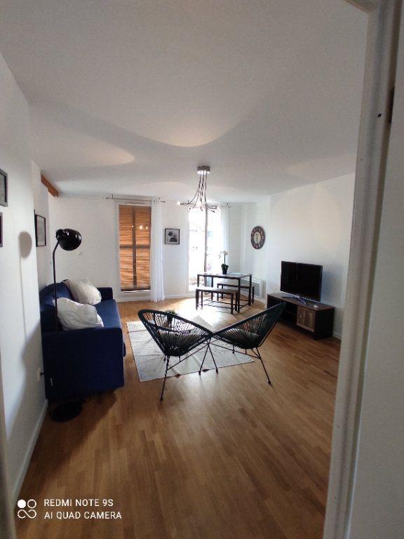 Appartement à louer 3 66m2 à Aubervilliers vignette-1
