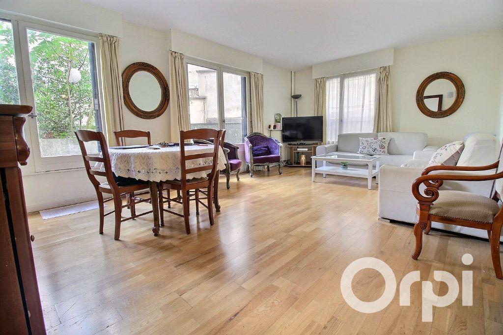 Appartement à vendre 3 72m2 à Paris 19 vignette-1