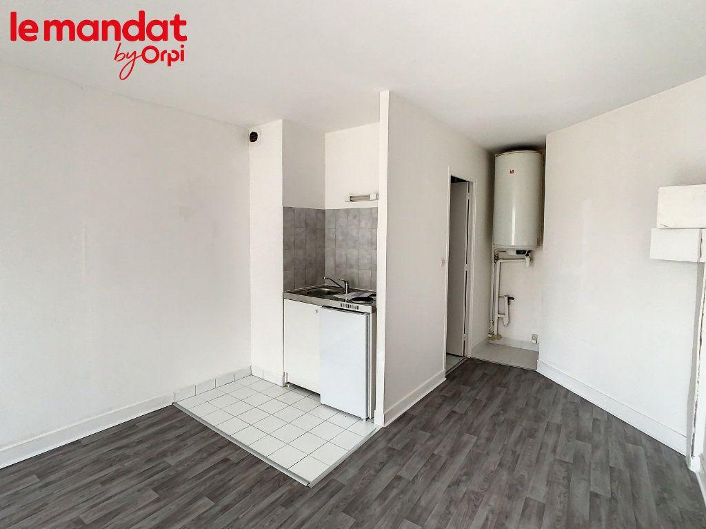 Appartement à louer 1 24m2 à Meulan-en-Yvelines vignette-2