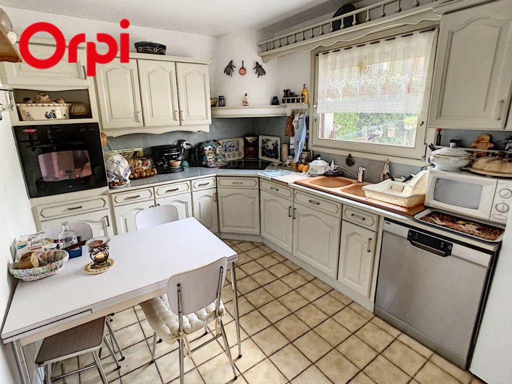 Maison à vendre 7 130m2 à Juziers vignette-4