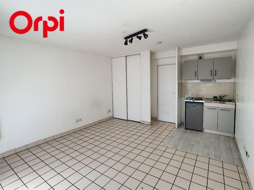 Appartement à louer 1 24.5m2 à Meulan-en-Yvelines vignette-1