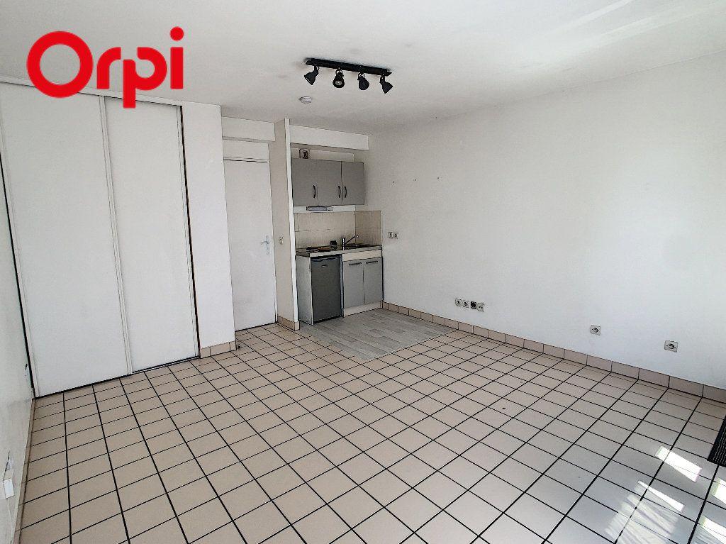 Appartement à louer 1 24.5m2 à Meulan-en-Yvelines vignette-2