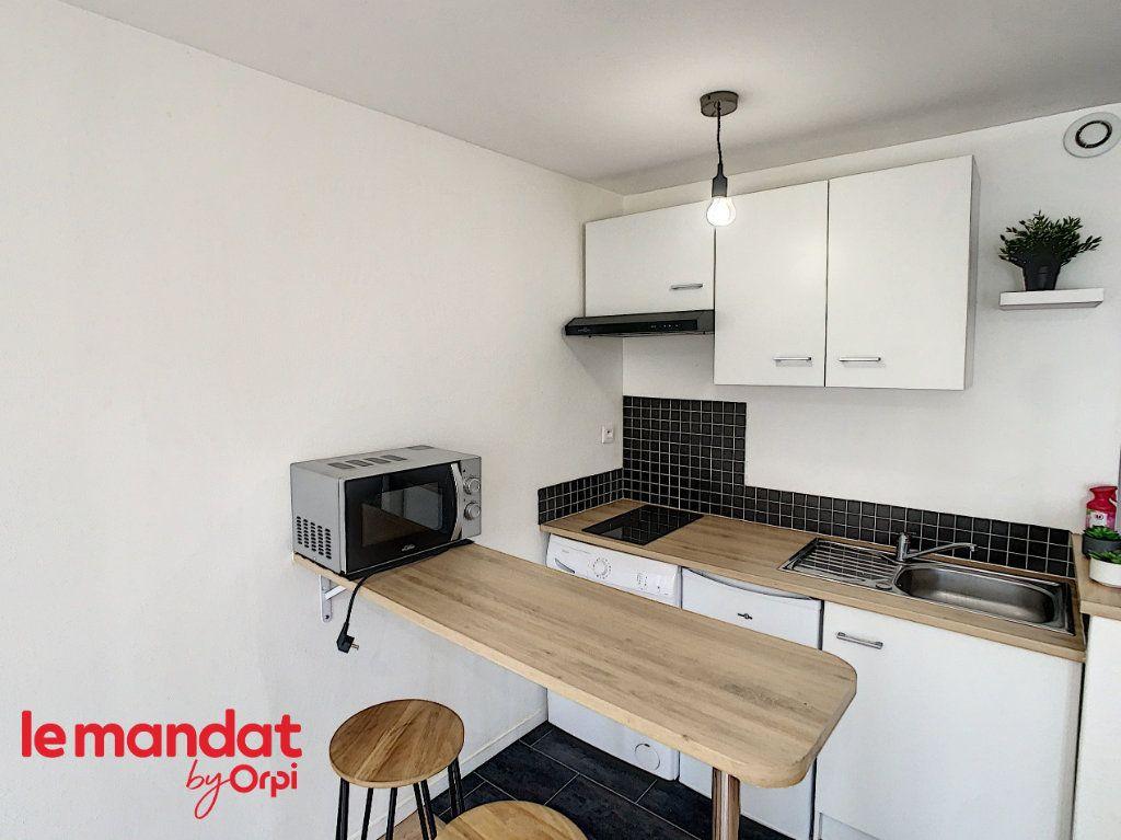 Appartement à louer 1 21m2 à Meulan-en-Yvelines vignette-2