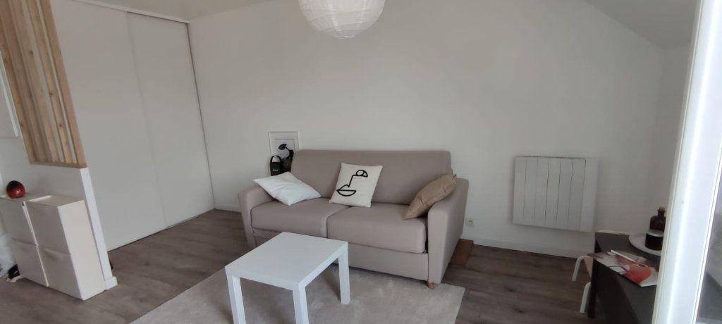 Appartement à louer 1 22.16m2 à Noisy-le-Grand vignette-2