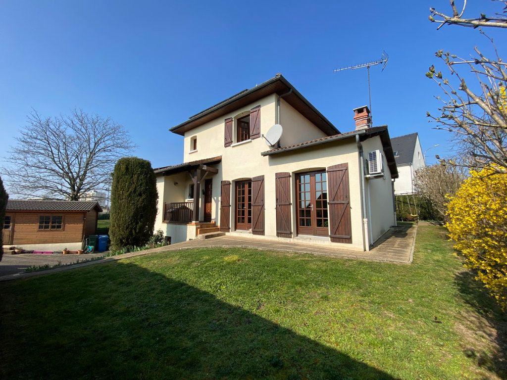 Maison à vendre 5 120m2 à Limoges vignette-1