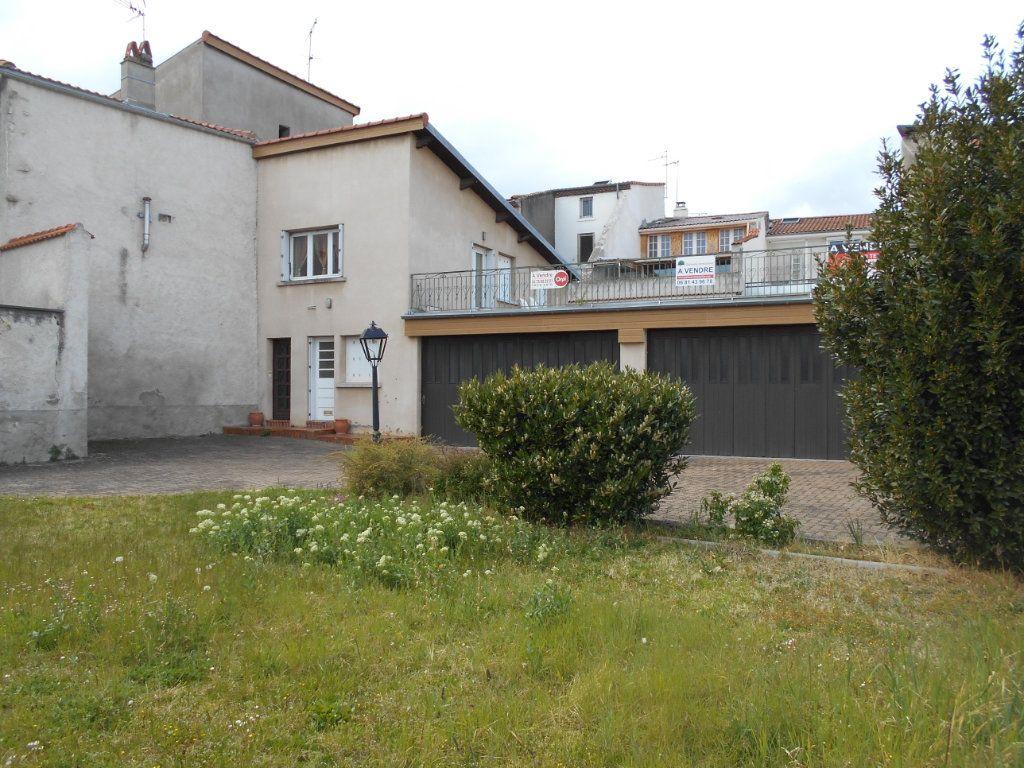 Maison à vendre 7 151m2 à Cournon-d'Auvergne vignette-1