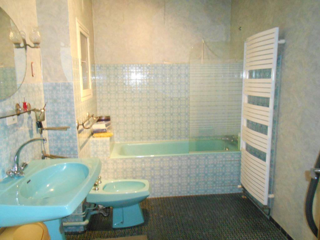 Maison à vendre 7 151m2 à Cournon-d'Auvergne vignette-5
