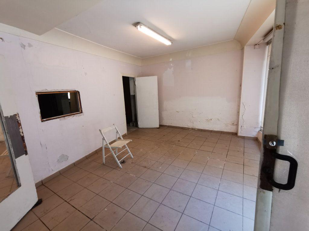Maison à vendre 9 220m2 à Billom vignette-3