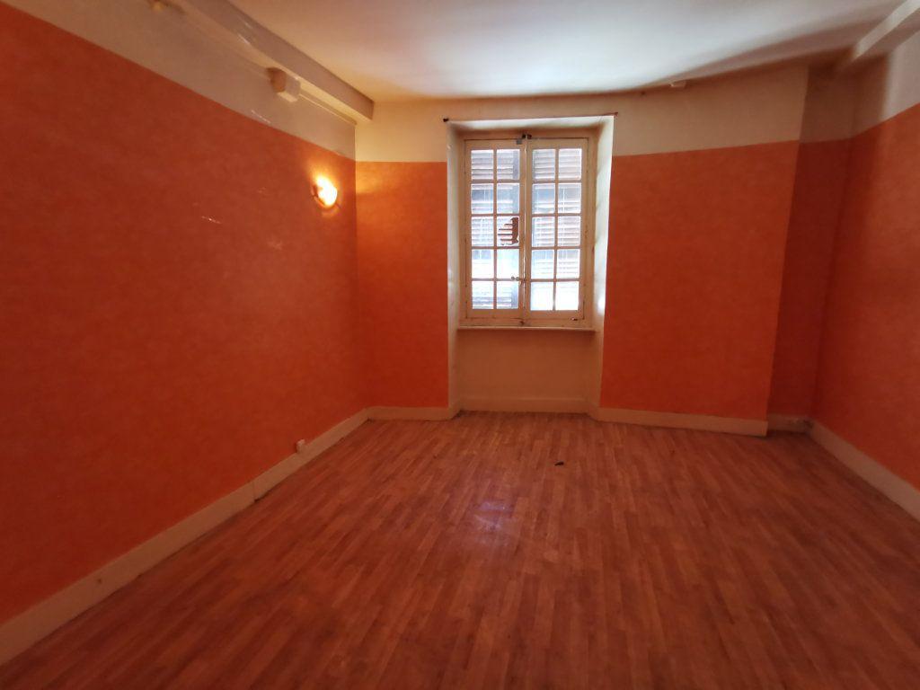 Maison à vendre 9 220m2 à Billom vignette-5