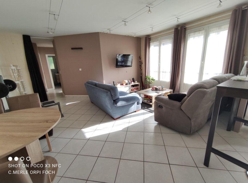 Appartement à vendre 3 61.44m2 à Clermont-Ferrand vignette-1