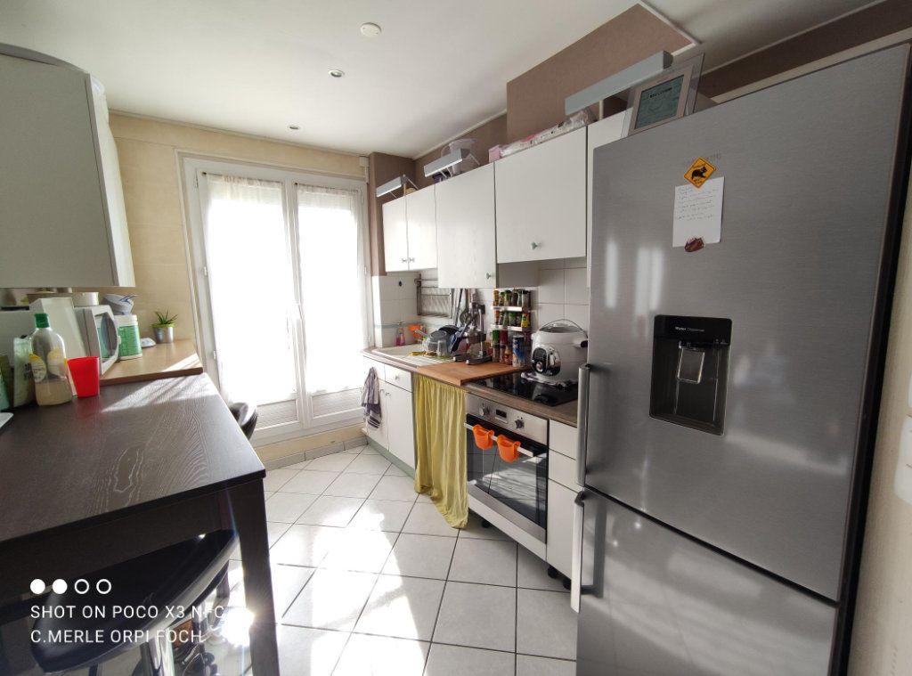 Appartement à vendre 3 61.44m2 à Clermont-Ferrand vignette-3