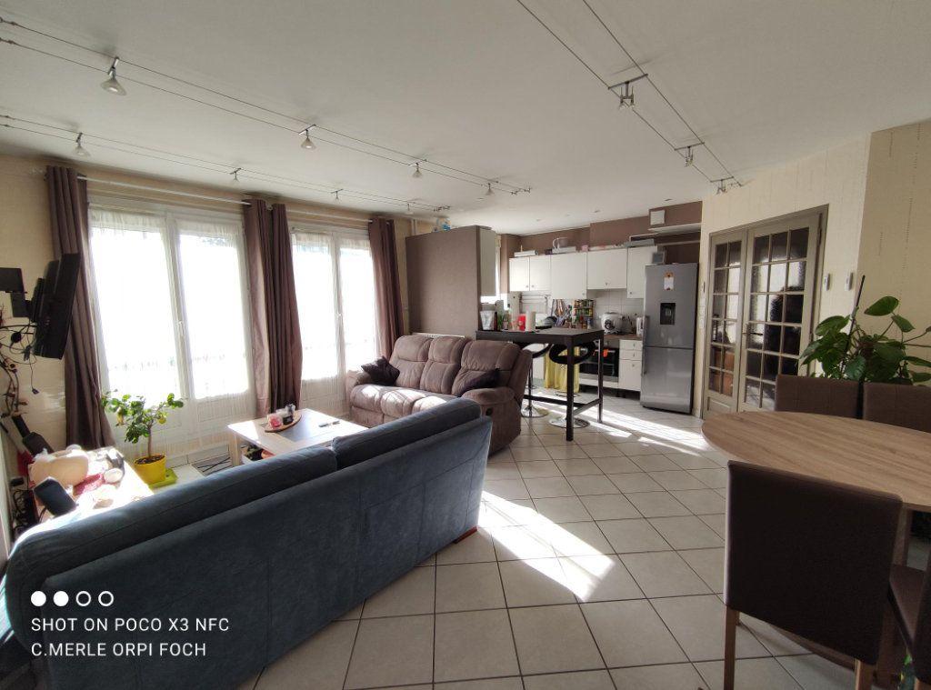 Appartement à vendre 3 61.44m2 à Clermont-Ferrand vignette-4