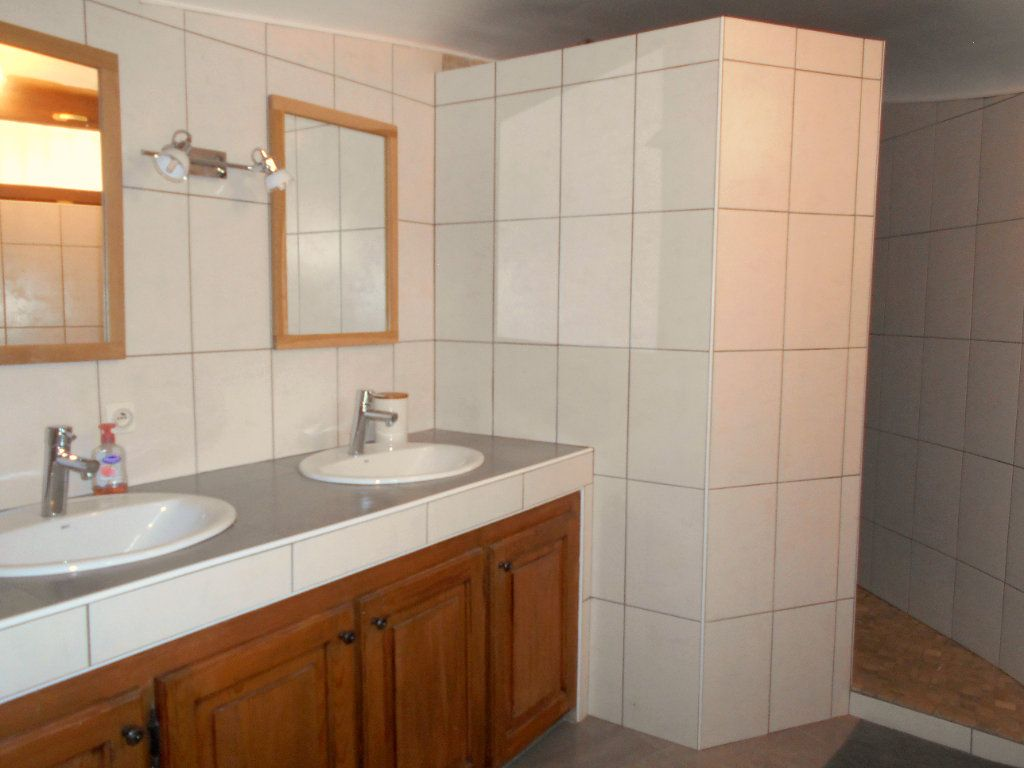 Maison à louer 5 90m2 à Chanonat vignette-5